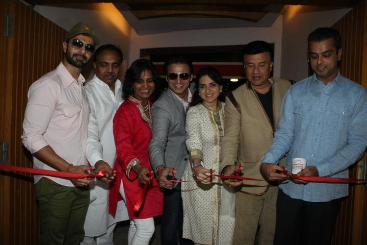 Ashmit,Jayant,Farzana,Vivek,Shaina,Annu And Milind Cut The Red Ribbon At The Launch Of Uppercrust Food And Wine 2013 Show