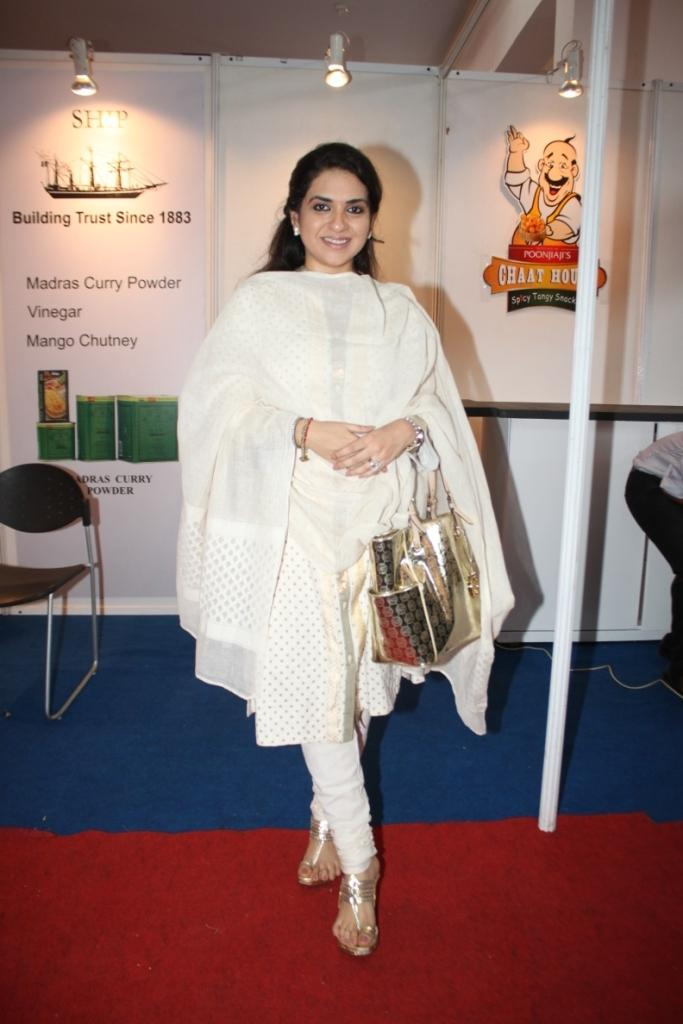 Shaina NC Dazzling Look In White Dress During The Inauguration Of The Uppercrust Food And Wine Show 2013