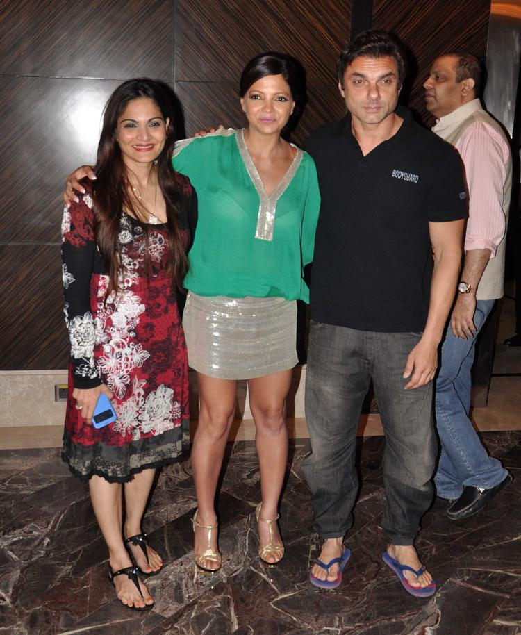 Alvira Wityh Brother Sohail And Deanne Posed At Deanne Pandey's Book Launch Event