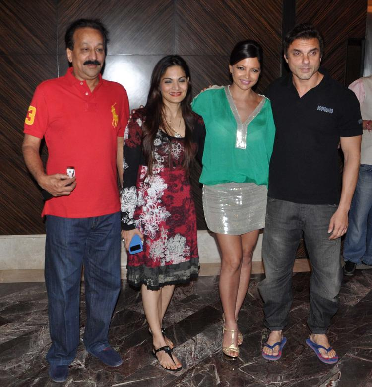 Baba Siddique,Alvira,Deanne And Sohail Cool Pose At The Launch Of Deanne Pandey's New Book Shut Up And Train