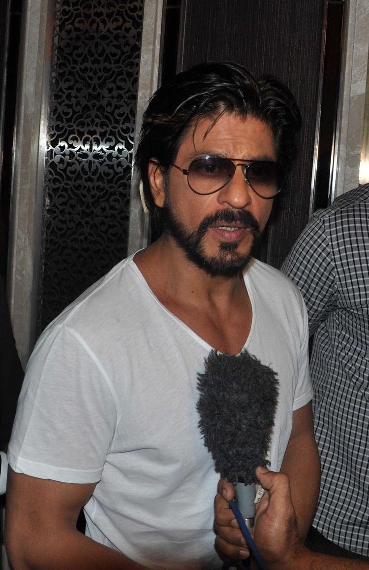 Shahrukh Khan Handsome Dashing Look During The Launch Of Deanne Pandey's Book