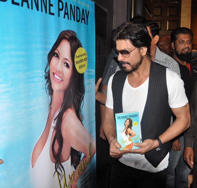 Shahrukh Khan Poses With Deanne Pandey's Book During The Launch Of This Book