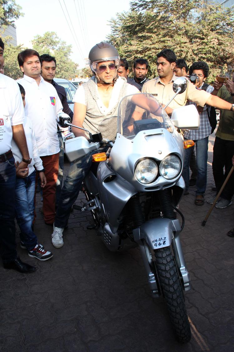 Akshay Kumar On Bike At Ride For Safety Bike Rally Event