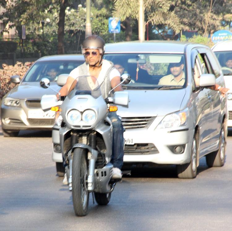 Akshay Kumar Got A Taste Of What Mumbai Bikers Go Through Daily