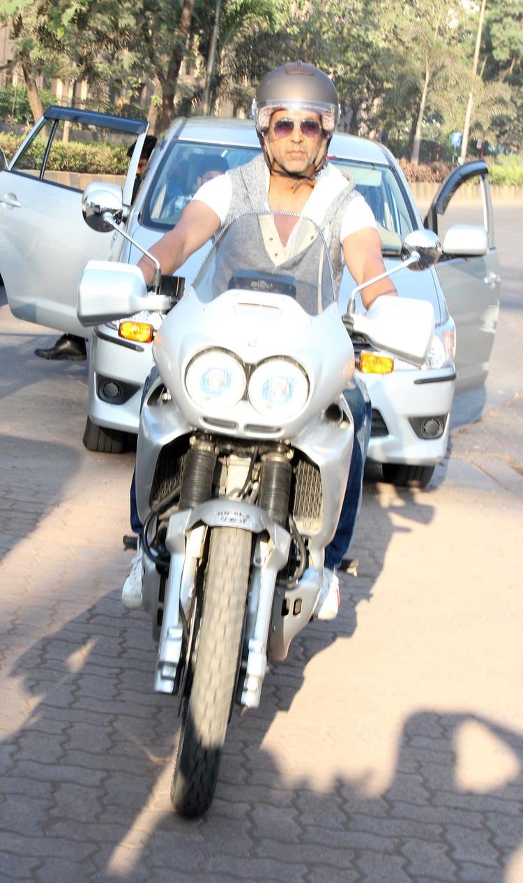Akshay Kumar Participates 'Ride For Safety' Rally In Mumbai