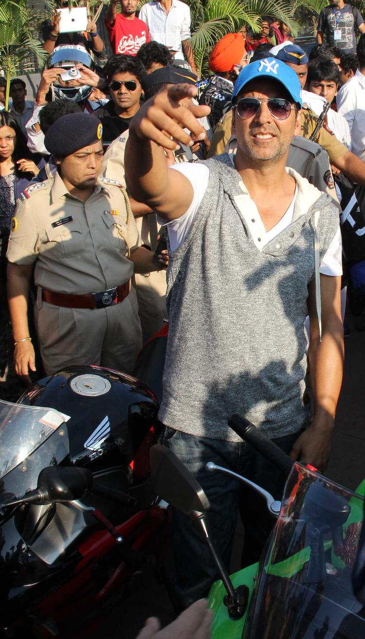 Akshay Kumar Say Something At Ride For Safety Bike Rally Event