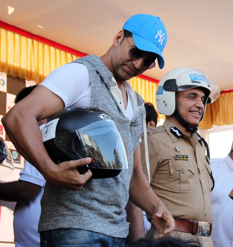 Akshay Kumar Suggest To Use Helmet At Ride For Safety Bike Rally Event