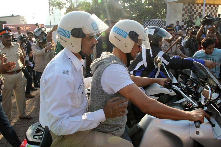 Bollywood Hunk Akshay Kumar To Promote This Event Wearing Helmets
