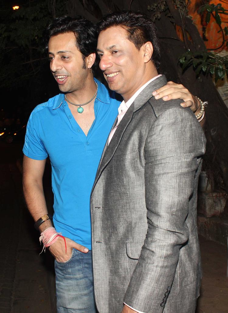 Salim Merchant And Madhur Bhandarkar Cool Pose For Camera During The Vikas Bahl Birthday Bash