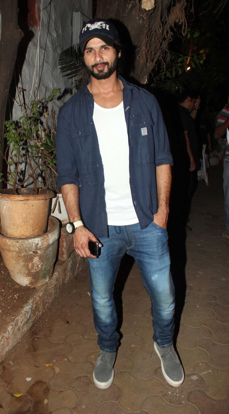 Shahid Kapoor Stylish Pose At The Vikas Bahl Birthday Bash
