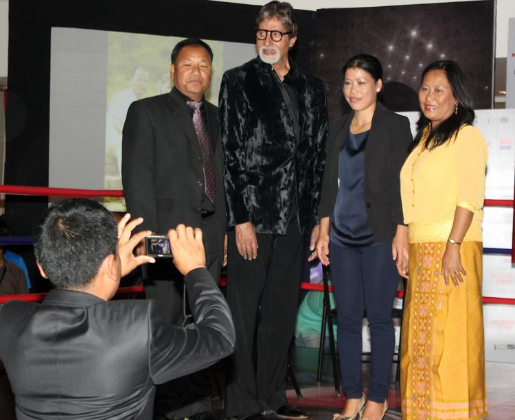 Amitabh Bachchan,Mary Kom And Others Posed During The Launch Of Mary Kom's Biography Unbreakable
