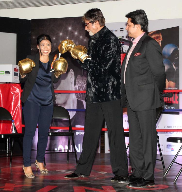 Mary Kom And Big B Donned Boxing Gloves For Media At The Launch Of Mary Kom's Biography Unbreakable