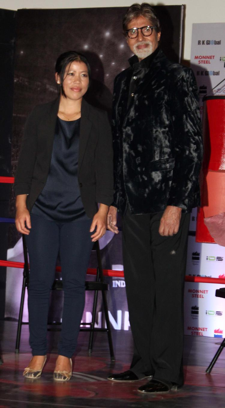 Mary Kom And Big B Posed For Camera At The Launch Of Mary Kom's Biography Unbreakable