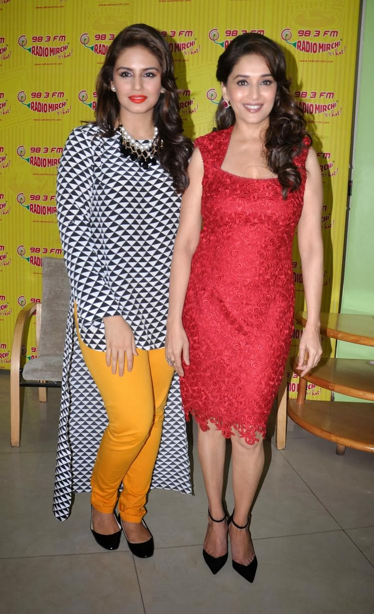 Bollywood Hotties Madhuri And Huma Promote Their Upcoming Flick Dedh Ishqiya At 98.3 FM