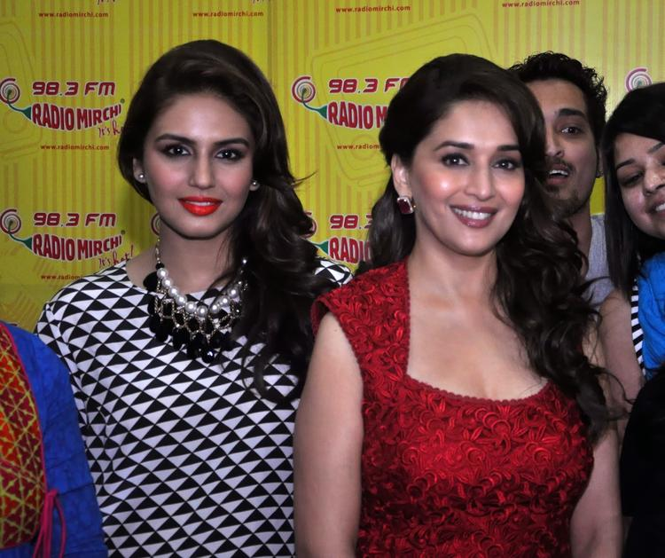 Madhuri And Huma Sweet Smile Pose Photo During Dedh Ishqiya Promotion At 98.3 FM