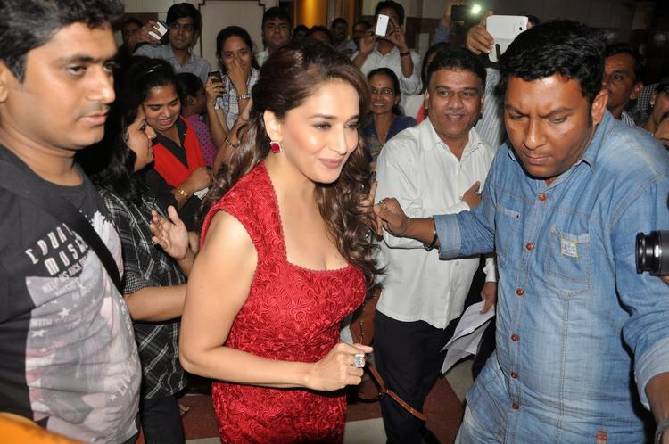 Madhuri Dixit Snapped At Radio Mirchi 98.3 FM For Dedh Ishqiya Promotion