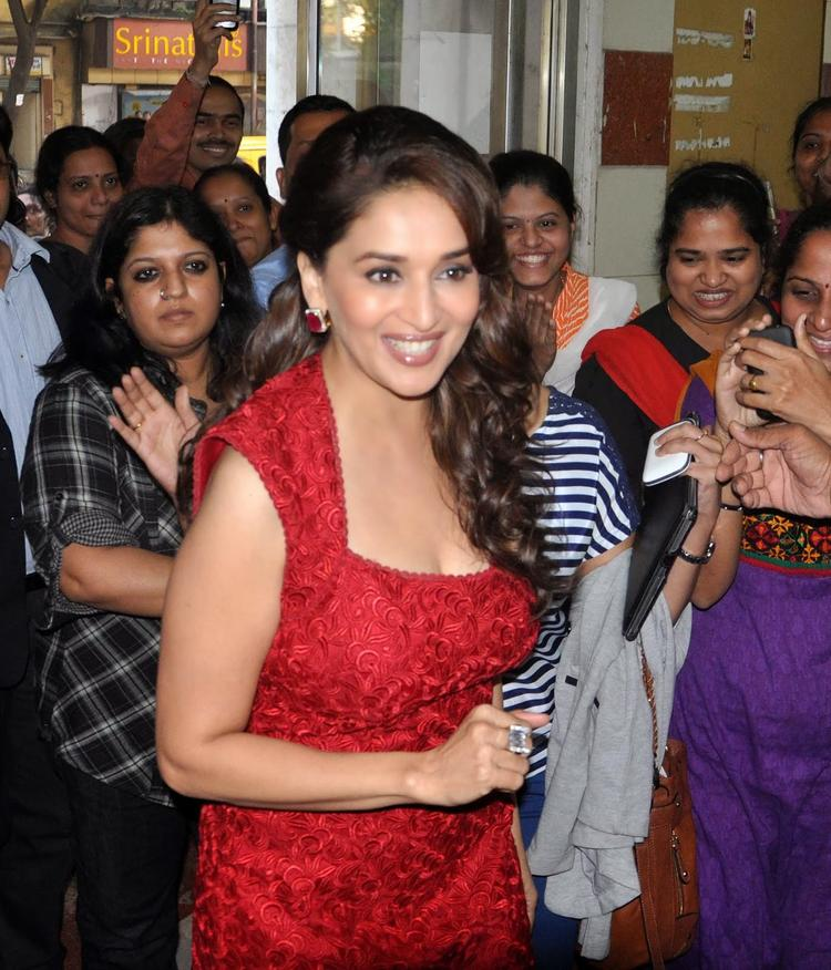 Stunning Babe Madhuri Meet Fans During Promoting Her Movie Dedh Ishqiya At 98.3 FM