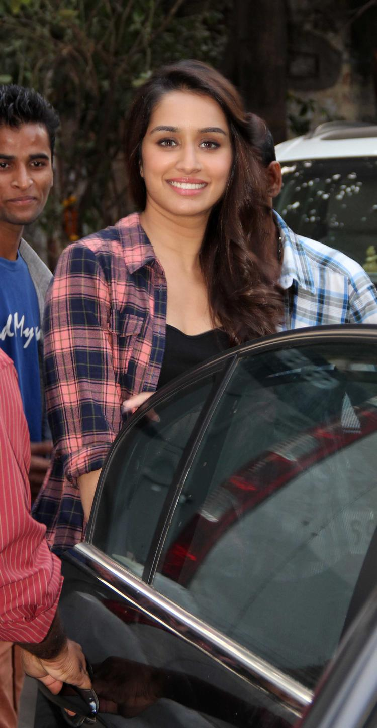 Shraddha Kapoor Smiling Pic Before Spotting Koffee With Karan Show