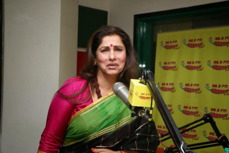 Dimple Kapadia Cute Look Still At 98.3 FM For Her Upcoming Flick Promotion