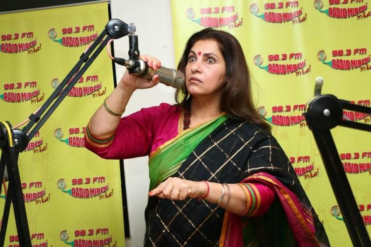 Dimple Kapadia In Saree At 98.3 FM For Her Upcoming Flick Promotion