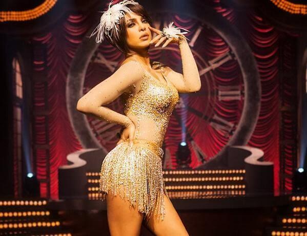 Bollywood Hot Queen Priyanka Chopra's Cabarey Looks From Gunday