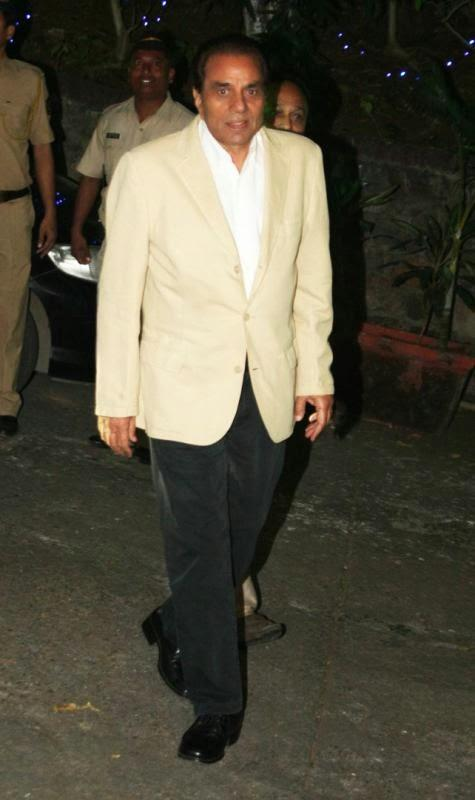 Dharmendra Attend His Close Friend Dilip Kumar's Birthday Bash