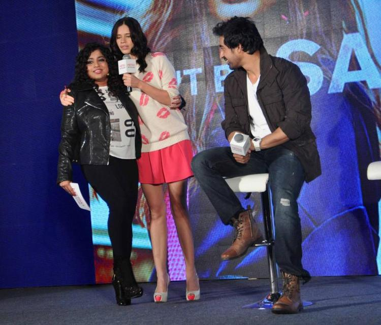 Kalki Fun With Anchor RJ Mallishka During Launch Of Metro Shoes Campaign