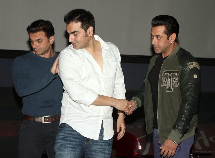 Salman With His Brothers Snapped At Jai Ho First Look Trailer Launch Event
