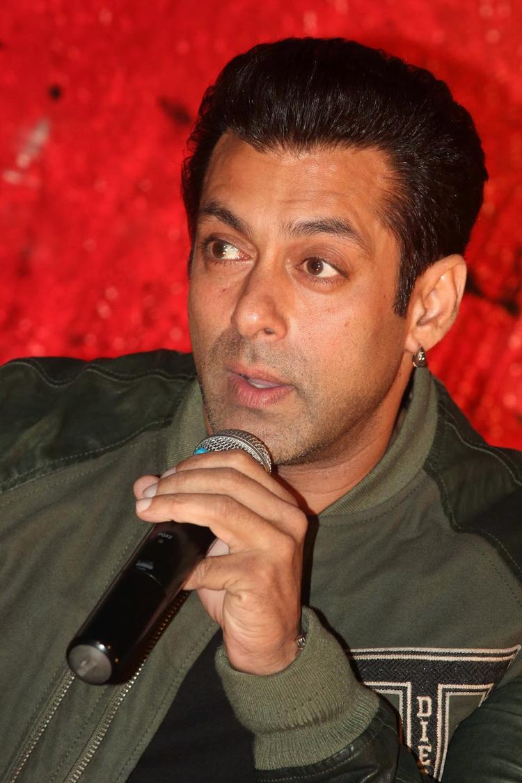 Salman Khan Talks His Fans About His Film At Jai Ho First Look Trailer Launch
