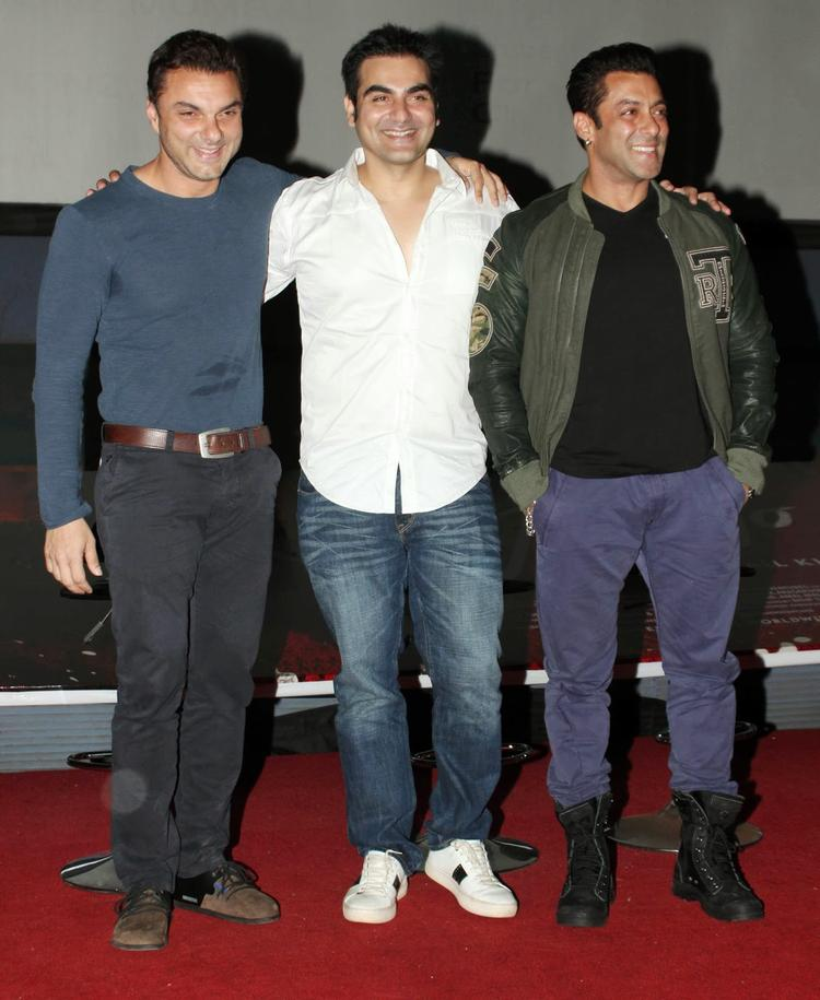 Salman,Sohail And Arbaaz Nice Pose For Photo Shoot At Jai Ho First Look Trailer Launch Event