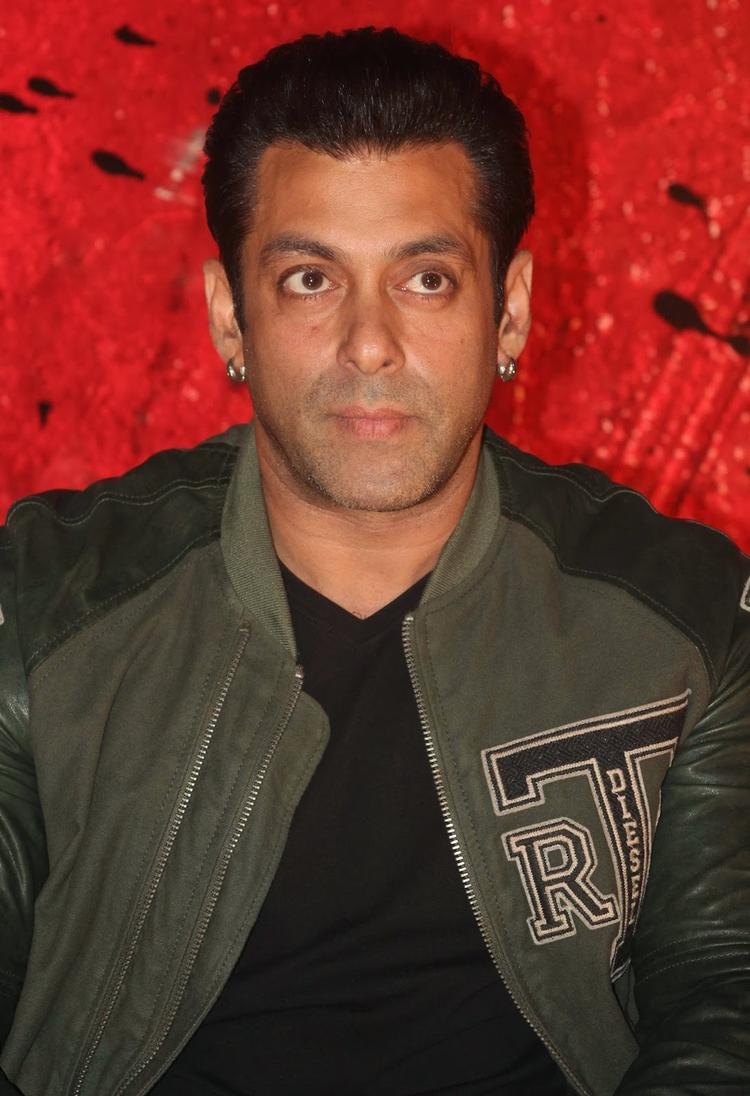 Very Handsome Salman Khan At Jai Ho First Look Trailer Launch Event