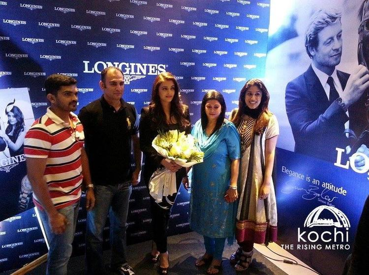 Aishwarya Pose With Her Fans At The Longines Showroom Launch In Kochi