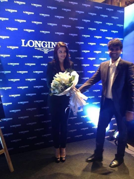 Aishwarya Welcome Pic At The Launch Of Longines Showroom Kochi 2013