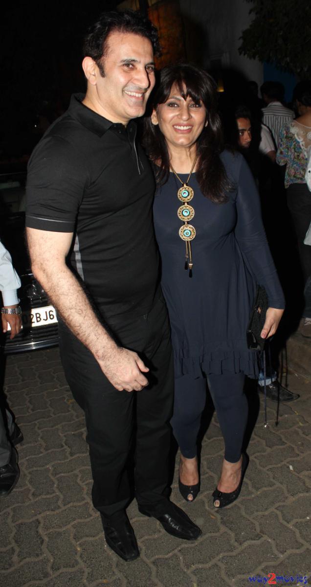 Parmeet Sethi Pose With Wife At R Rajkumar Success Bash