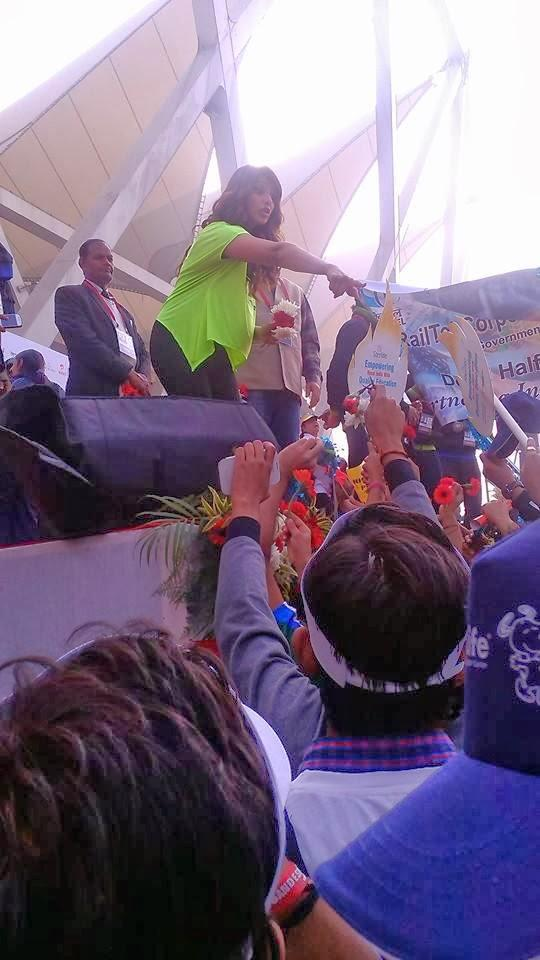 Bipasha Basu Spapped At The Airtel Delhi Half Marathon 2013