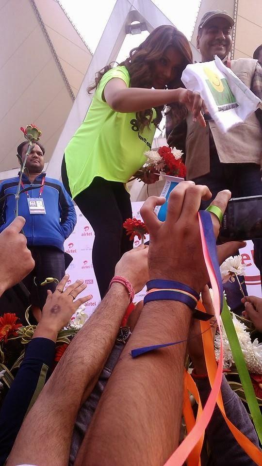 Bollywood Black Beauty Bipasha Basu At Airtel Delhi Half Marathon 2013
