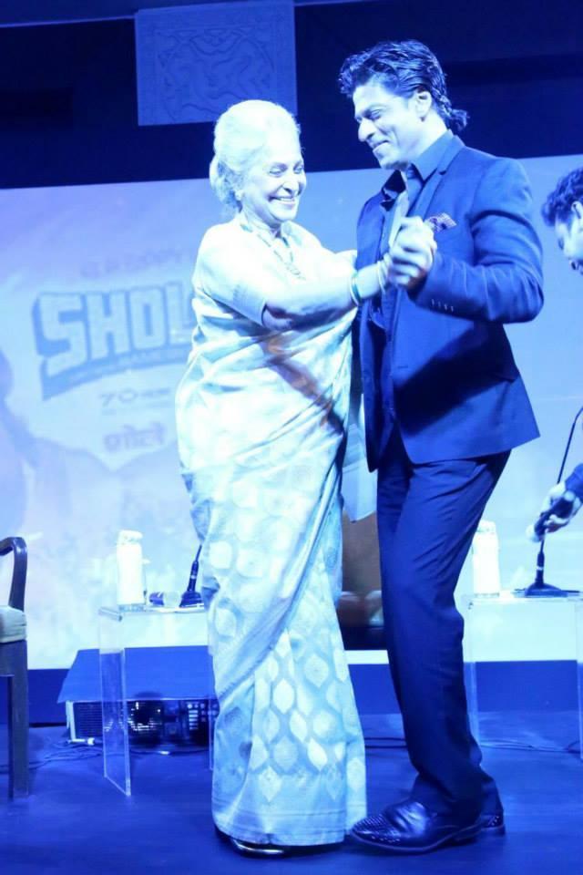 King Khan Shahrukh Dance With Legendary Bollywood Actor Waheeda Rehman