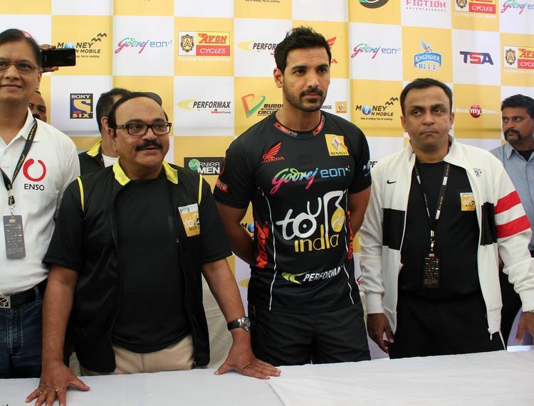 Bollywood Hunk John Abraham At Tour De India 2013 Cyclothon