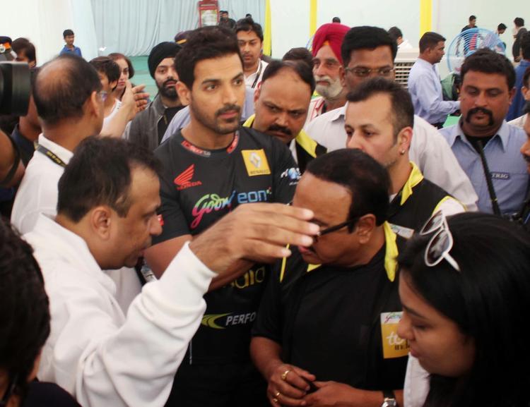 Dashing Bollywood Star As Brand Ambassador Of Tour De India 2013 Cyclothon