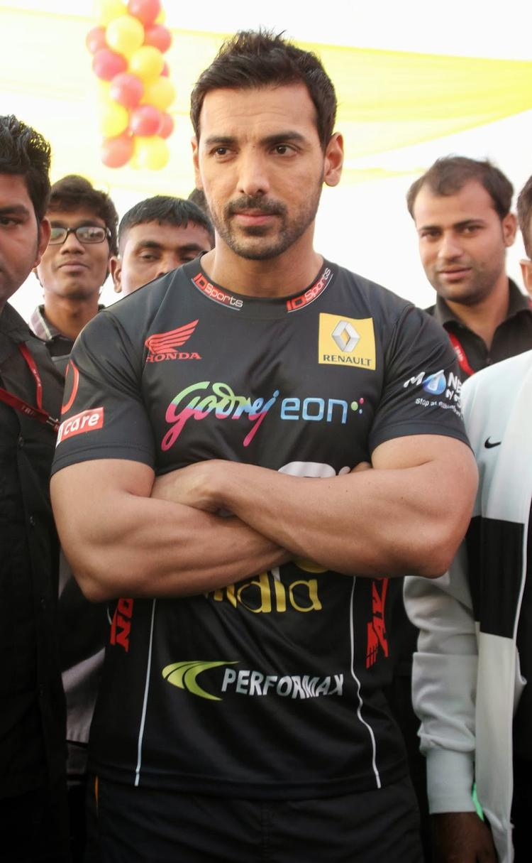 Style Icon John Abraham Spotted At Tour De India 2013 Cyclothon