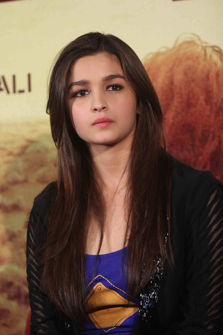 Alia Bhatt Cute Face Look At Highway Movie First Look Launch Event