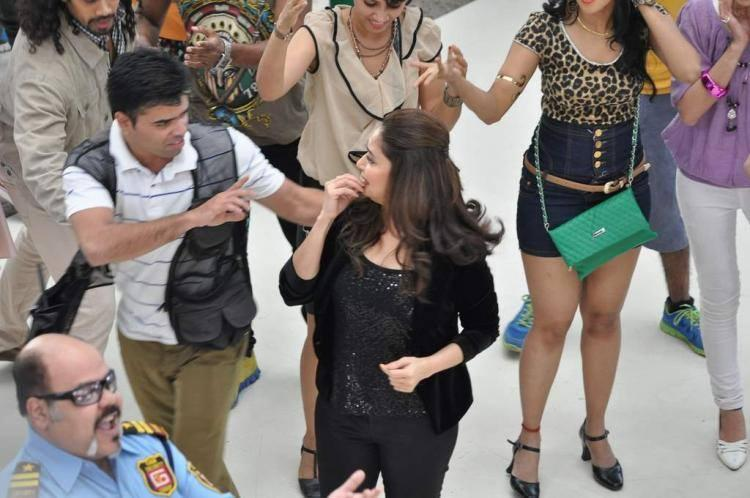 Madhuri Dance At Oberoi Mall In Mumbai For Oral B Ad Shoot