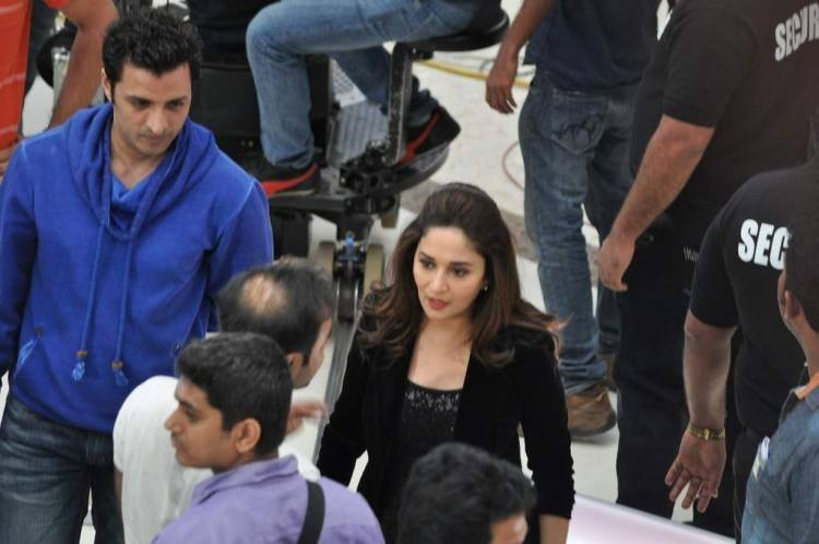 Madhuri Dixit Nene At Oberoi Mall In Mumbai For Oral B Commercial Shoot