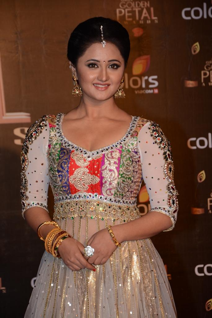 Rashmi Desai Cute Look At Colors TV 3rd Golden Petal Awards 2013