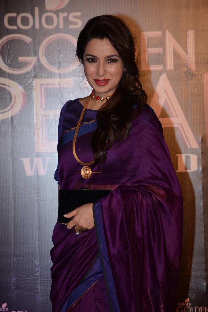 Tisca Chopra Smashing Pose In Saree At Colors TV 3rd Golden Petal Awards 2013