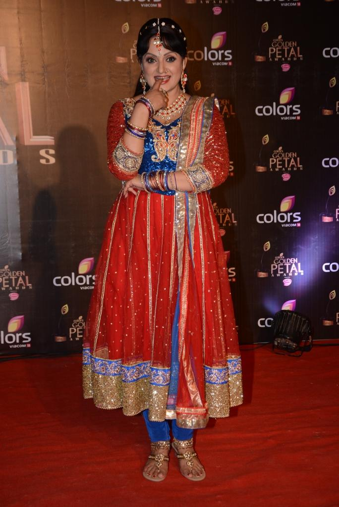 Upasna Singh Posed In Red Carpet At Colors TV 3rd Golden Petal Awards 2013
