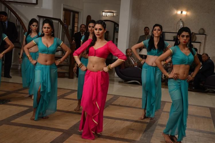 Khushboo Purohit Sizzled On The Shooting Sets Of Meinu Ek Ladki Chahiye Movie Item Song
