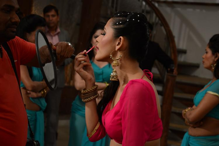 Khushboo Purohit Take Make Up On The Shooting Sets Of Meinu Ek Ladki Chahiye Movie Item Song