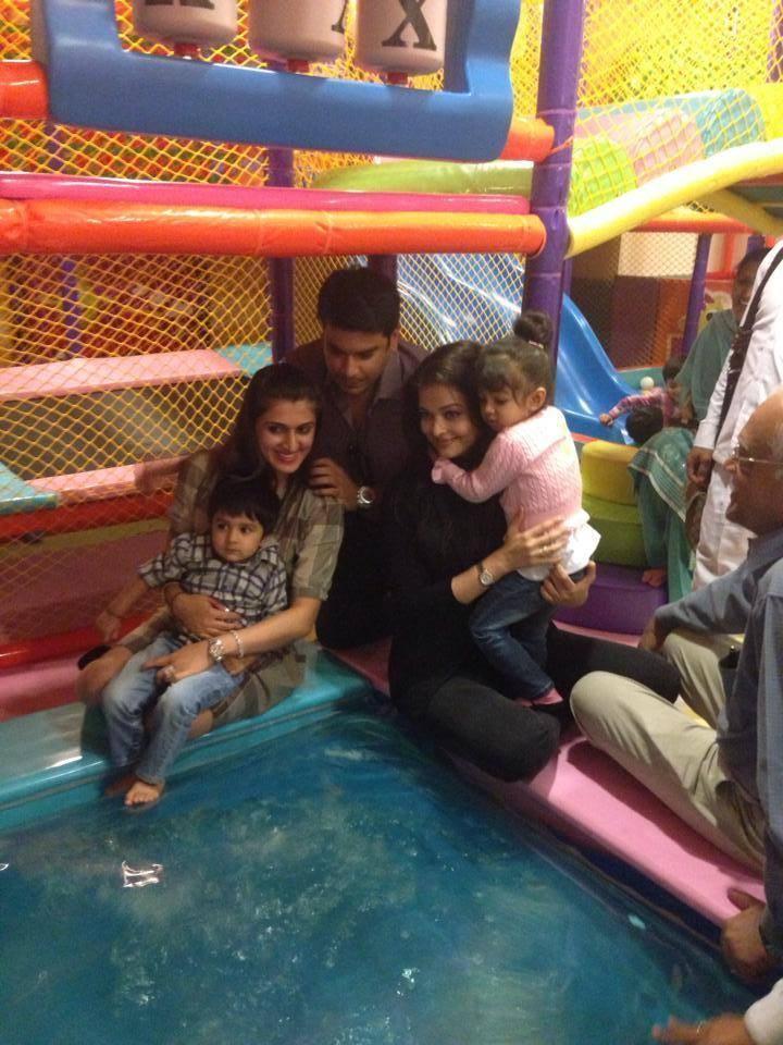Aaradhya And Aishwarya Day Out Latest Pic At A Park In Mumbai