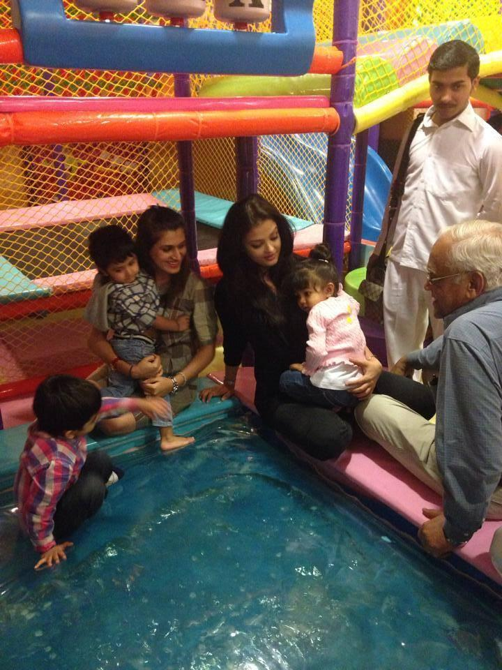 Aaradhya's Day Out With Mummy Aishwarya Rai Bachchan